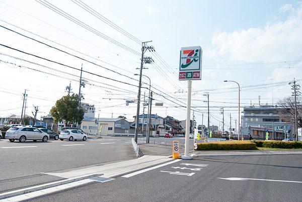 春日井市総合体育館前交差点